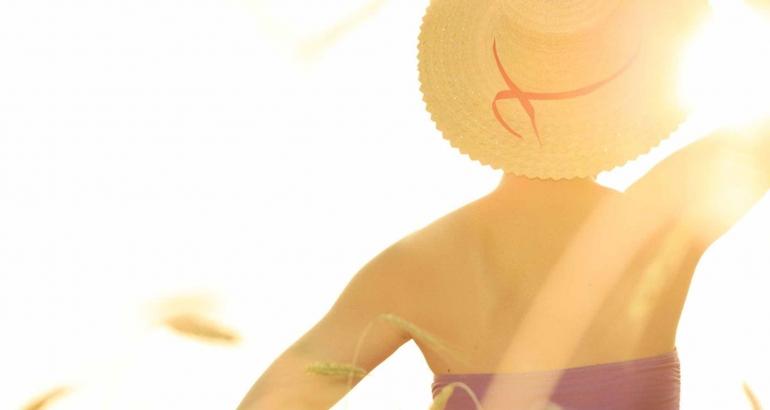 HΛΙΟΣ ΚΑΙ ΗΛΙΟΘΕΡΑΠΕIΑ: ΣΥΜΒΟΥΛEΣ ΚΑΙ ΟΙ ΕΠΙΠΤΩΣΕΙΣ ΣΤΗΝ ΥΓΕIΑ